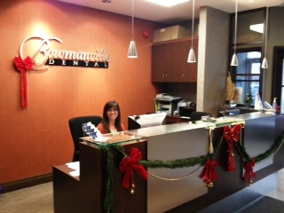 Bowmanville Dental Christmas Decor